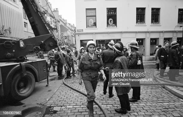 Bruxelles Belgique Le 22 mai 1967 vers 13h le magasin Innovation situé en plein centre de la ville prend feu on dénombrera plus de 300 morts Deux...