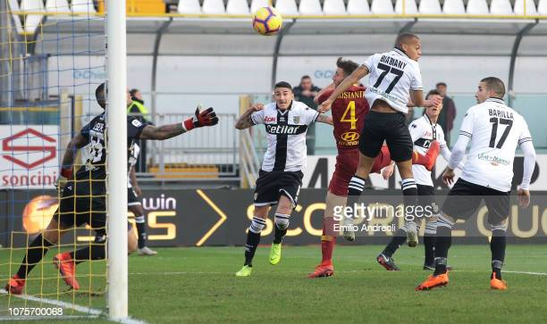Bryan Cristante of AS Roma scores the opening goal during the Serie A match between Parma Calcio and AS Roma at Stadio Ennio Tardini on December 29...