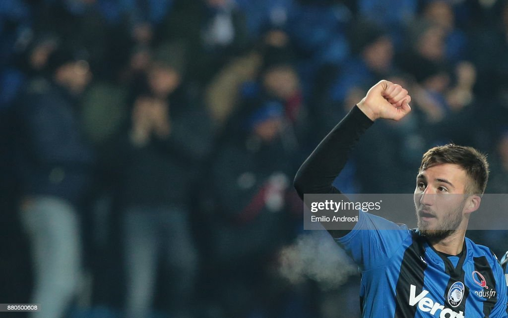 Bryan Cristante of Atalanta BC celebrates after scoring the opening goal during the Serie A match between Atalanta BC and Benevento Calcio at Stadio Atleti Azzurri d'Italia on November 27, 2017 in Bergamo, Italy.