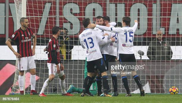 Bryan Cristante of Atalanta BC celebrates with his teammates after scoring the opening goal during the serie A match between AC Milan and Atalanta BC...