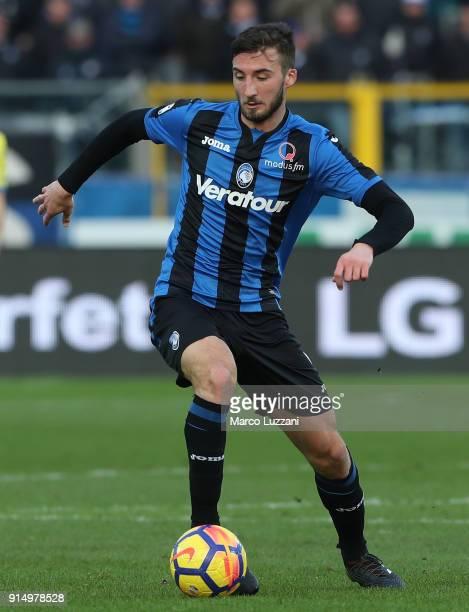 Bryan Cristante of Atalanta BC in action during the serie A match between Atalanta BC and AC Chievo Verona at Stadio Atleti Azzurri d'Italia on...