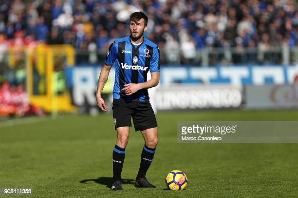 Bryan Cristante of Atalanta Bergamasca Calcio in action during the Serie A match between Atalanta Bergamasca Calcio and SSC Napoli Ssc Napoli wins 10...