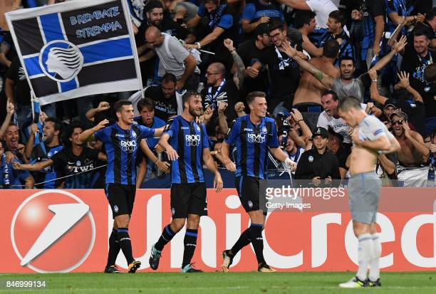 Bryan Cristante of Atalanta celebrates after scoring the 30 goal during the UEFA Europa League group E match between Atalanta and Everton FC at...
