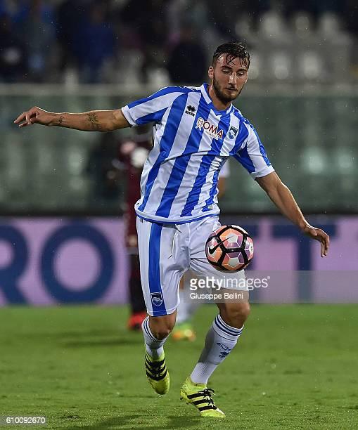 Bryan Cristante of Pescara Calcio in action during the Serie A match between Pescara Calcio and FC Torino at Adriatico Stadium on September 21 2016...