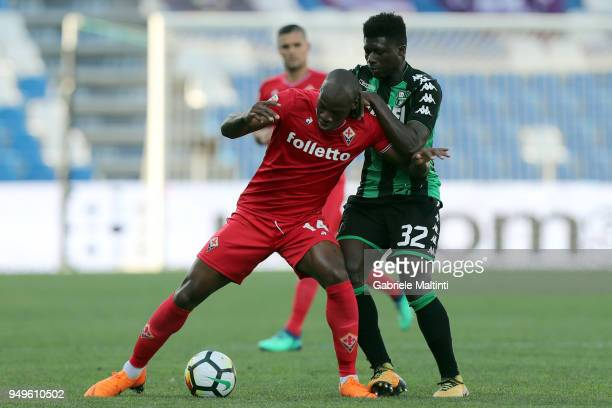 Bryan Dabo of ACF Fiorentina battles for the ball with Alfred Duncan of US Sassuolo during the serie A match between US Sassuolo and ACF Fiorentina...