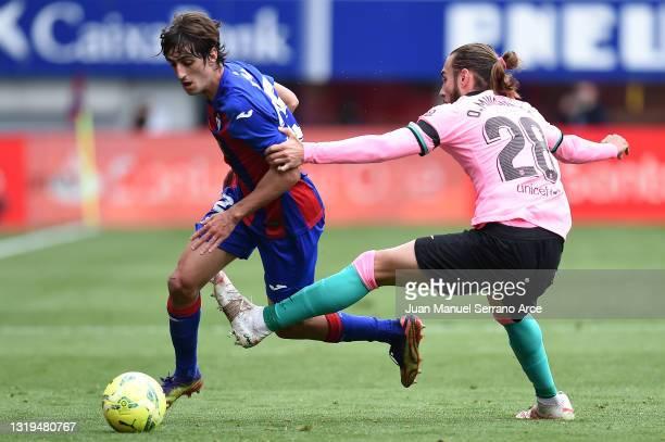 Bryan Gil of SD Eibar is put under pressure by Oscar Mingueza of FC Barcelona during the La Liga Santander match between SD Eibar and FC Barcelona at...