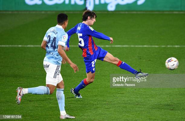 Bryan Gil of SD Eibar scores their sides first goal during the La Liga Santander match between RC Celta and SD Eibar at Abanca-Balaídos on January...