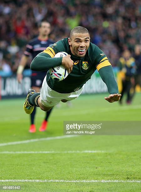 Bryan Habana of South Africa goes over for his try during the 2015 Rugby World Cup Pool B match between South Africa and USA at Olympic Stadium on...
