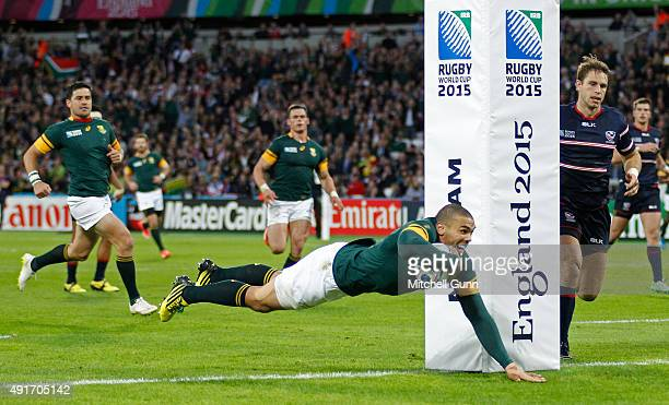 Bryan Habana of South Africa scores a try during the 2015 Rugby World Cup Pool B match between South Africa and USA at Olympic Stadium on October 7...
