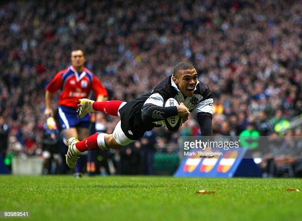 Bryan Habana of the Barbarians scores a try during the MasterCard trophy match between Barbarians and New Zealand at Twickenham Stadium on December 5...