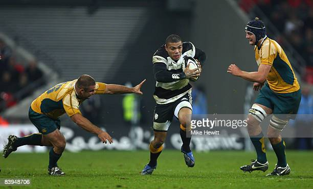 Bryan Habana of the Barbarians squeezes through Adam Freier and Dean Mumm of Australia during the 1908 2008 London Olympic Centenary match between...