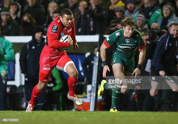 Bryan Habana of Toulon breaks clear to score a try during the European Rugby Champions Cup group 3 match between Leicester Tigers and RC Toulon at...