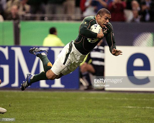Bryan Habana scores a try during the Rugby World Cup Semi Final between South Africa and Argentina at the Stade de France on October 14 2007 in...