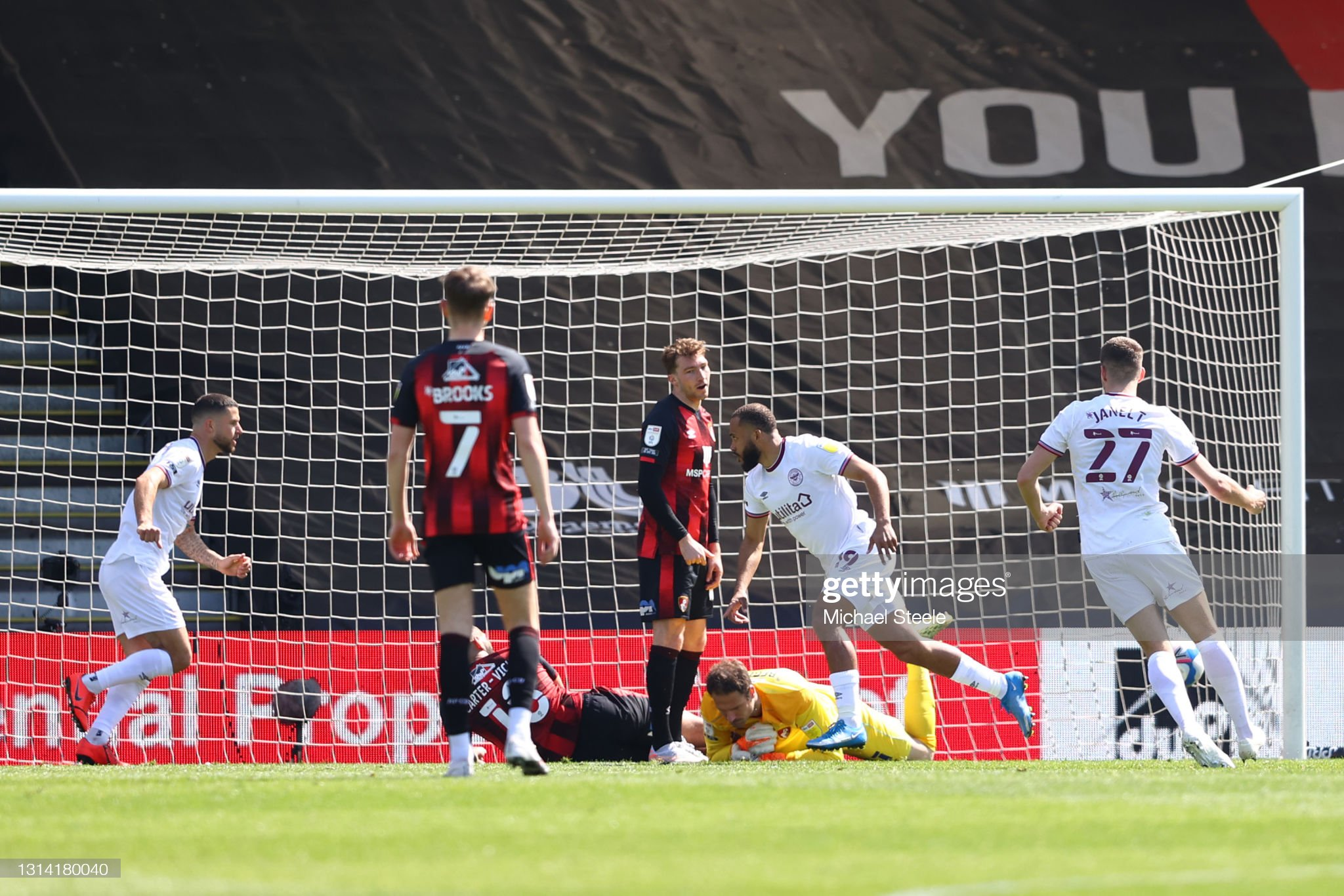 Mbeumo's goal gives 10-man Brentford victory at Bournemouth