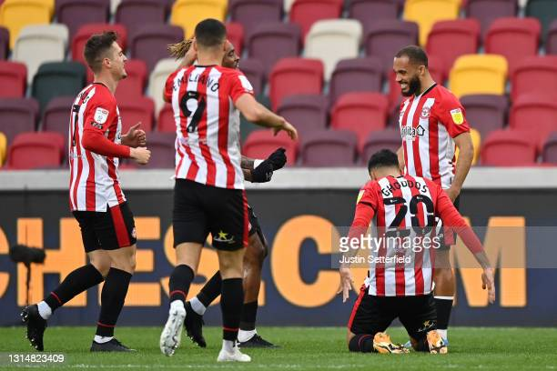 Bryan Mbeumo of Brentford celebrates with Emiliano Marcondes, Ivan Toney and Saman Ghoddos after scoring their side's first goal during the Sky Bet...