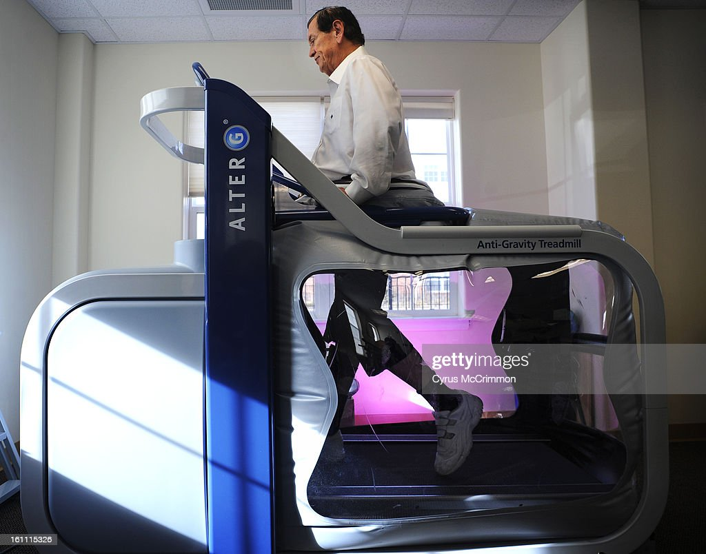 Bryan Moore, rehabs his injured legs on a Alter G , an anti-gravity treadmill , on Monday, December 27, 2010 at the rehabilition room at The Suites at Holly Creek in Centennial. Moore was sealed at the waist onto the treadmill creating a lower gravity env : News Photo