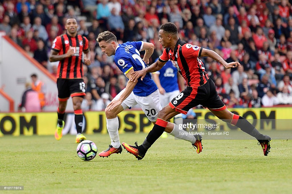 Bryan Oviedo takes on Junior Stanislas during the Premier League match between AFC Bournemouth and Everton at the Vitality Stadium on September 24, 2016 in Sunderland, England.