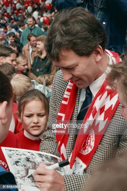 Bryan Robson being unveiled as the new Manager for Middlesbrough FC Signing an autograph for a young fan. Ayresome Park, Middlesbrough, 18th May 1994.
