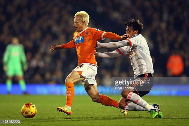 Bryan Ruiz of Fulham tackles David Perkins of Blackpool during the Sky Bet Championship match between Fulham and Blackpool at Craven Cottage on...