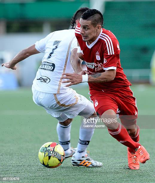 Bryan Urueña of America de Cali struggles for the ball with Santiago Ceferino of Llaneros FC during a match between America de Cali and Llaneros FC...