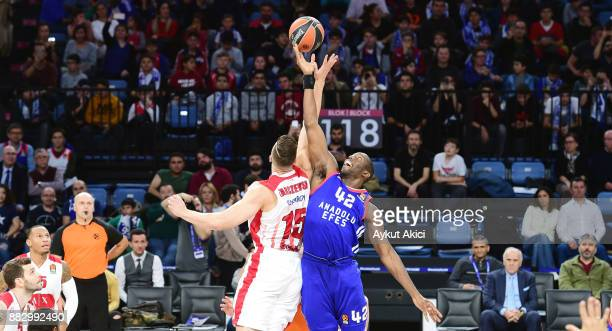 Bryant Dunston #42 of Anadolu Efes Istanbul competes with Kaleb Tarczewski #15 of AX Armani Exchange Olimpia Milan during the 2017/2018 Turkish...