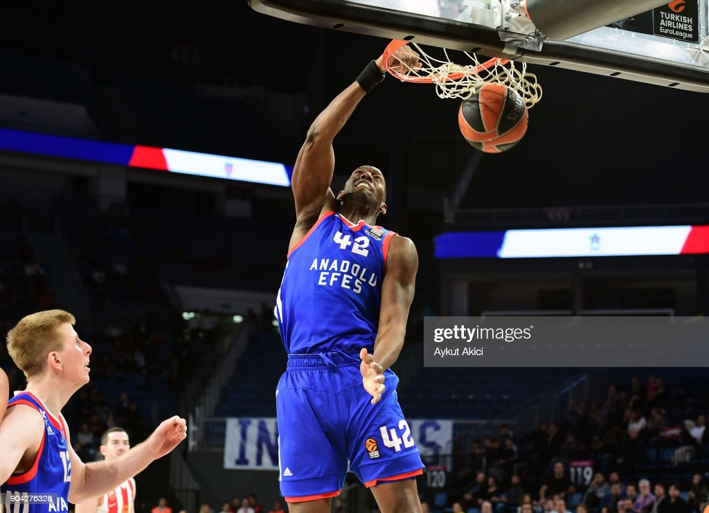 Bryant Dunston, #42 of Anadolu Efes Istanbul in action during the 2017/2018 Turkish Airlines EuroLeague Regular Season Round 17 game between Anadolu Efes Istanbul and Crvena Zvezda mts Belgrade at Sinan Erdem Dome on January 12, 2018 in Istanbul, Turkey.