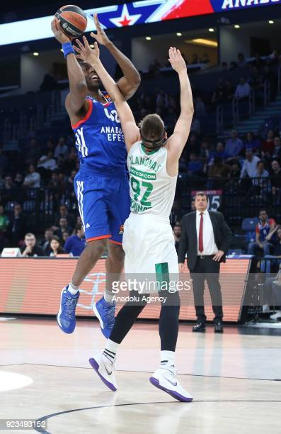 Bryant Dunston of Anadolu Efes in action against Edgaras Ulanovas of Zalgiris Kaunas during the Turkish Airlines Euroleague basketball match between...