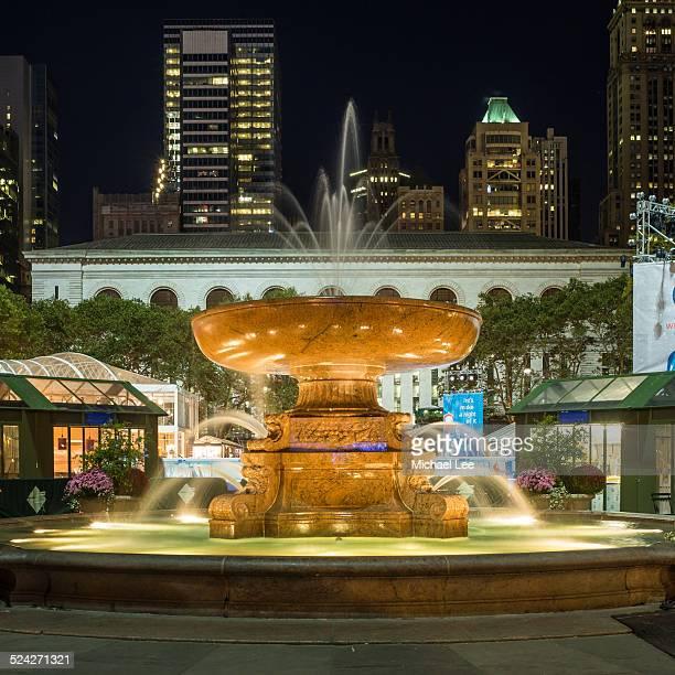 bryant park fountain at night - 期間限定ショップ ストックフォトと画像