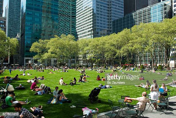 bryant park - bryant park stock pictures, royalty-free photos & images