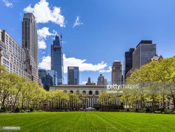 bryant park skyline view - new york - ブライアント公園 ストックフォトと画像