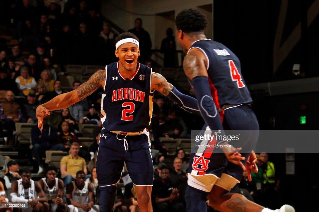 Auburn v Vanderbilt : News Photo