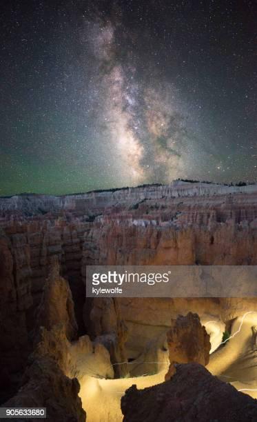 bryce canyon at night, utah, america, usa - bryce canyon - fotografias e filmes do acervo