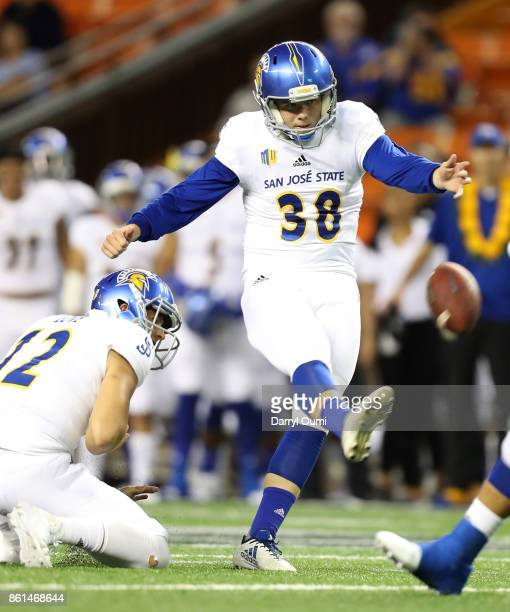 Bryce Crawford of the San Jose State Spartans kicks a field goal during the first quarter of the game against the Hawaii Rainbow Warriors at Aloha...