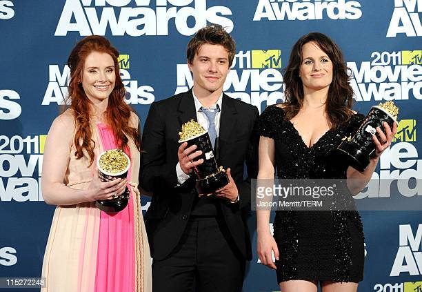 Bryce Dallas Howard Xavier Samuel and Elizabeth Reaser pose with their awards for best movie for 'The Twilight Saga Eclipse' in the press room during...