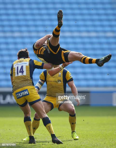Bryce Heem of Worcester Warriors hits Willie Le Roux of Wasps with an aerial foul and is subsequently sent off during the Aviva Premiership match...