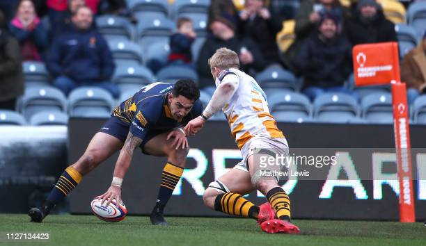 Bryce Heem of Worcester Warriors scores a try during the Premiership Rugby Cup match between Worcester Warriors and Wasps at Sixways Stadium on...