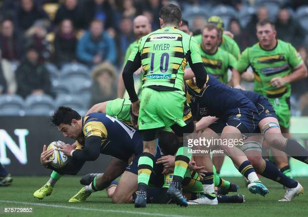 Bryce Heem of Worcester Warriors scores his second try during the Aviva Premiership match between Worcester Warriors and Northampton Saints at...