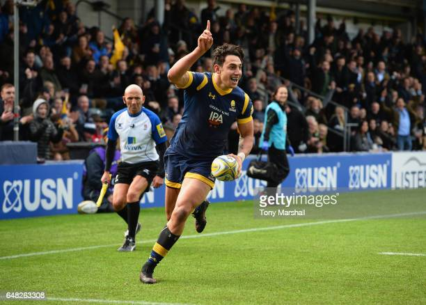 Bryce Heem of Worcester Warriorsruns in to score a try during the Aviva Premiership match between Worcester Warriors and Bristol Rugby at Sixways...