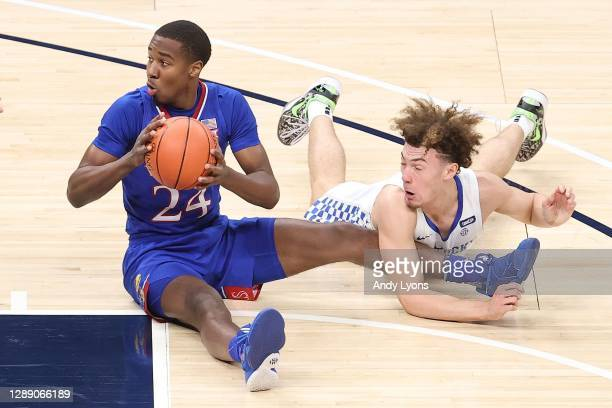 Bryce Thompson of the Kansas Jayhawks and Devin Askew of the Kentucky Wildcats battle for a loose ball in the State Farm Champions Classic at Bankers...