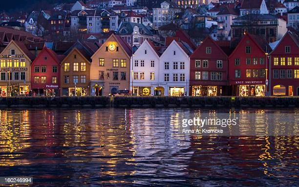 bryggen in bergen at early morgen - morgen stock pictures, royalty-free photos & images
