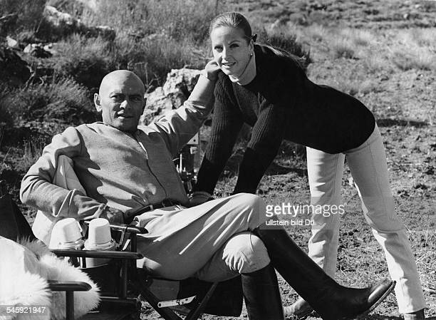 Brynner Yul *Schauspieler UdSSR/ USA mit seiner Ehefrau Doris Kleiner Sommer 1960