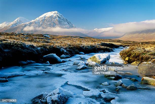 buachaille etive mor in glencoe, frozen landscape - grampian scotland stock pictures, royalty-free photos & images