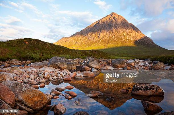 buachaille etive mor reflected in the river coupall. - grampian scotland stock pictures, royalty-free photos & images