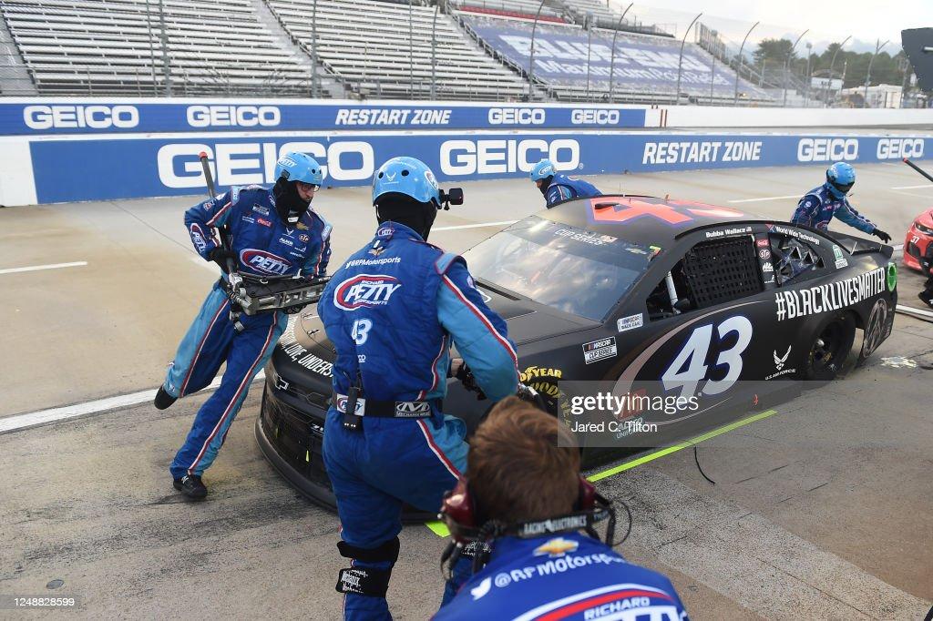 NASCAR Cup Series Blue-Emu Maximum Pain Relief 500 : News Photo