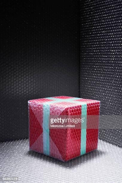 bubble wrapped gift - microzoa imagens e fotografias de stock