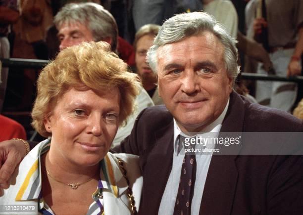 Bubi Scholz mit seiner zweiten Frau Sabine Arndt 1992 Die BoxsportLegende Gustav «Bubi» Scholz ist am 2182000 im Alter von 70 Jahren gestorben Wie...