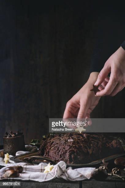 buche de noel - yule log stock pictures, royalty-free photos & images