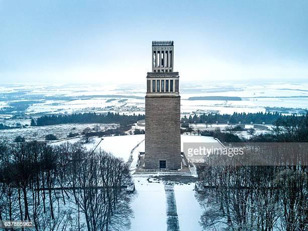 buchenwald memorial, bell tower, ettersberg, weimar, thuringia, germany, europe - camp de concentration de buchenwald photos et images de collection