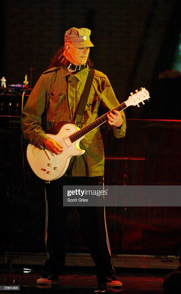 buckethead-guitarist-for-guns-n-roses-re