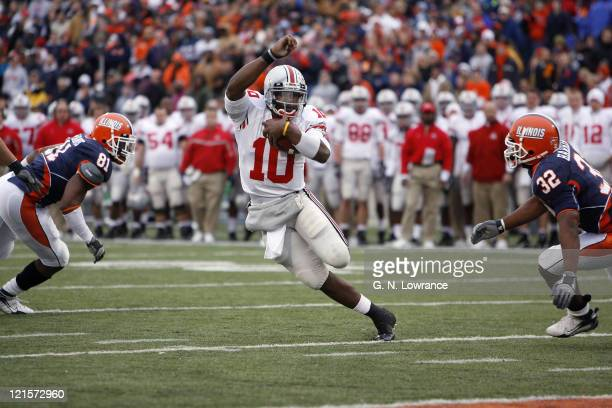Buckeye quarterback Troy Smith runs for yardage during action between the Ohio State Buckeyes and Illinois Fighting Illini at Memorial Stadium in...